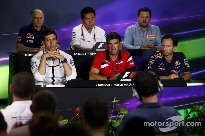 Franz Tost, Scuderia Toro Rosso Team Principal; Yasuhisa Arai, Honda Motorsport Chief Officer; Paul