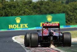 Max Verstappen, Scuderia Toro Rosso STR10 met vonken