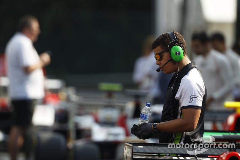 Status Grand Prix mechanic