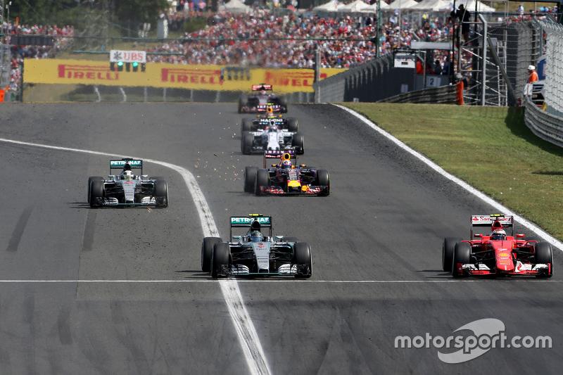 Nico Rosberg, Mercedes AMG F1 Team, dan Kimi Raikkonen, Scuderia Ferrari