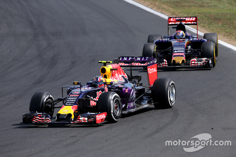 Daniil Kvyat, Red Bull Racing; Max Verstappen, Scuderia Toro Rosso