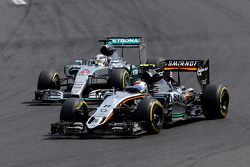Sergio Perez, Sahara Force India and Lewis Hamilton, Mercedes AMG F1 Team