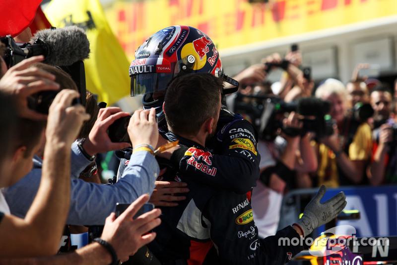 Daniil Kvyat, Red Bull Racing merayakan posisi kedua di parc ferme