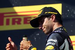 Daniel Ricciardo, Red Bull Racing merayakan posisi keempat di podium