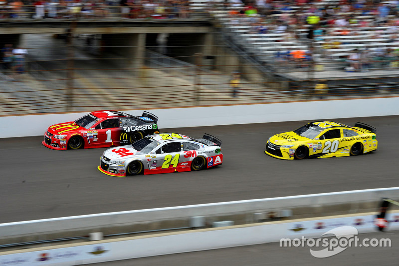 Jamie McMurray, Chip Ganassi Racing Chevrolet and Jeff Gordon, Hendrick Motorsports Chevrolet and Matt Kenseth, Joe Gibbs Racing Toyota