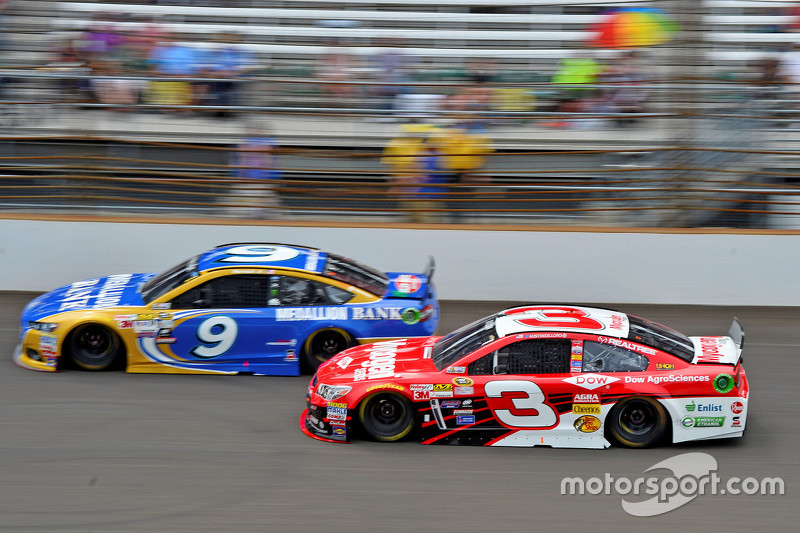 Sam Hornish Jr., Richard Petty Motorsports Ford and Austin Dillon, Richard Childress Racing Chevrole
