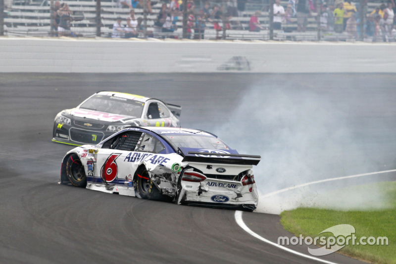 Тревор Бейн, Roush Fenway Racing Ford crashes