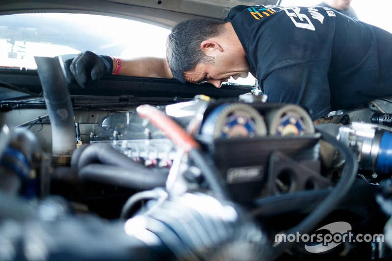 Seorang mekanik di tempat kerja
