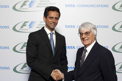 Vinod Kumar, MD & CEO, Tata Communications ve Bernie Ecclestone