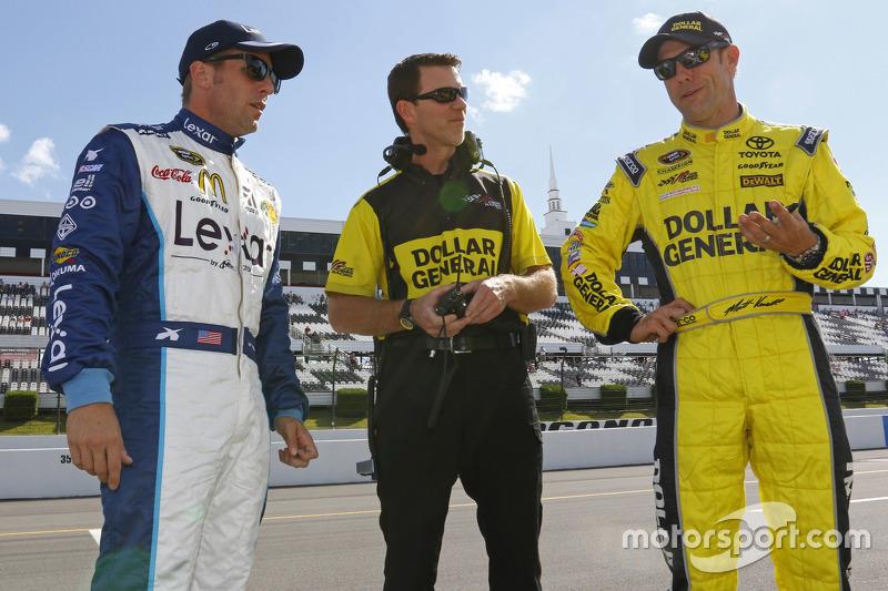 Jamie McMurray, Chip Ganassi Racing Chevrolet and Matt Kenseth, Joe Gibbs Racing Toyota