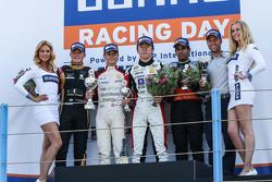 La segunda carrera ganadores: Louis Deletraz, Josef Kaufmann Racing, el segundo lugar Callan O'Keeffe, Fortec Motorsports, el tercer lugar Ukyo Sasahara, ARTE Junior Team, el mejor novato Jehan Daruvala, Fortec Motorsports