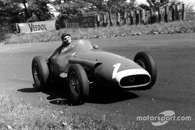 GP de Argentina 1957 - Podio número 30 de Juan Manuel Fangio en Fórmula 1. Ganó la carrera (su 21º triunfo)