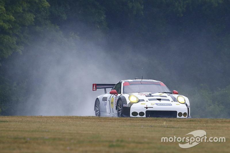 #912 Porsche Team North America Porsche 911 RSR: Jörg Bergmeister, Earl Bamber