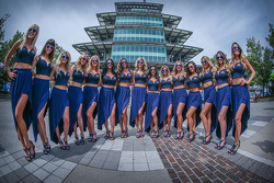 Lovely Red Bull girls in front of the Pagoda