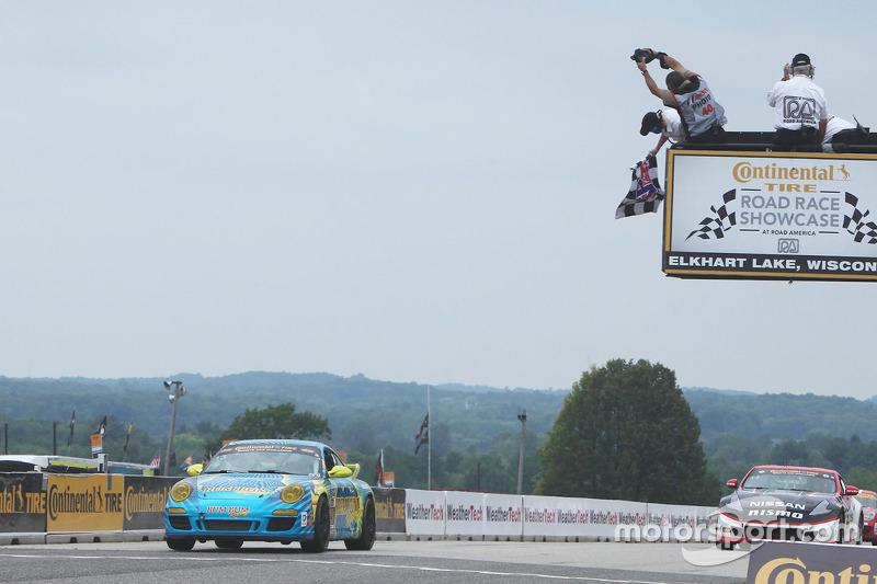 #13 Rum Bum Racing Porsche 997: Matt Plumb, Hugh Plumb meraih kemenangan