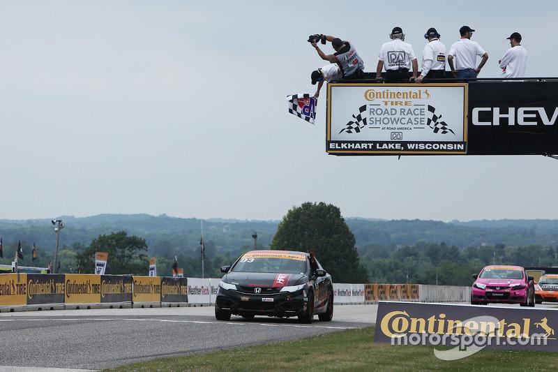 #93 HART Honda Civic Si: Chad Gilsinger, Ryan Eversley meraih kemenangan kelas