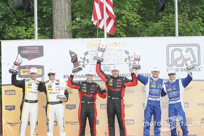 P class podium: winners #31 Action Express Racing Corvette DP: Eric Curran, Dane Cameron, second place #5 Action Express Racing Corvette DP: Joao Barbosa, Christian Fittipaldi, third place #01 Chip Ganassi Racing Ford/Riley: Scott Pruett, Joey Hand