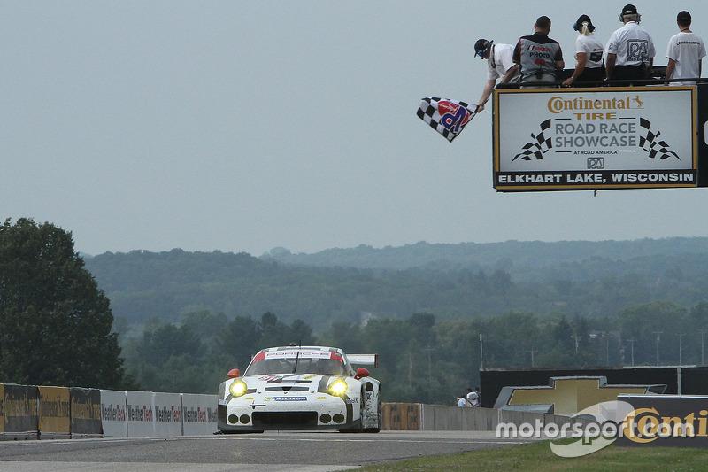 #911 Porsche Team North America Porsche 911 RSR: Nick Tandy, Patrick Pilet takes the GTLM class win
