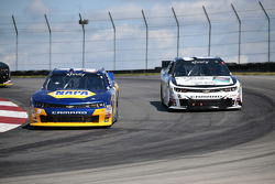 Chase Elliott, JR Motorsports Chevrolet dan Brian Scott, Richard Childress Racing Chevrolet