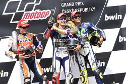 El ganador: Jorge Lorenzo, Yamaha Factory Racing, segundo lugar, Marc Márquez, Repsol Honda Team y tercer lugar, Valentino Rossi, Yamaha Factory Racing