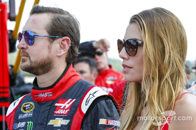 Kurt Busch, Stewart-Haas Racing Chevrolet with girlfriend Ashley Van Metre