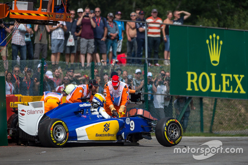 Marcus Ericsson, Sauber C34 crashed in the second practice session