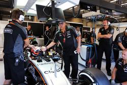 Dr. Vijay Mallya, Sahara Force India F1 Team Owner with Nico Hulkenberg, Sahara Force India F1 VJM09