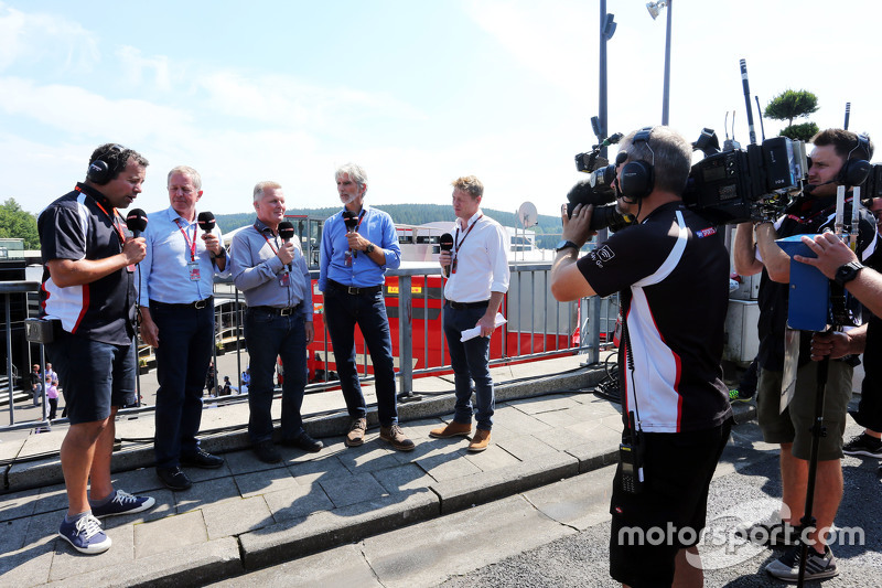 (Kiri ke Kanan): Ted Kravitz, Sky Sports Pitlane Reporter dengan Martin Brundle, Komentator Sky Sports; Johnny Herbert, Presenter Sky Sports F1; Damon Hill, Presenter Sky Sports; dan Simon Lazenby, Presenter Sky Sports F1 TV