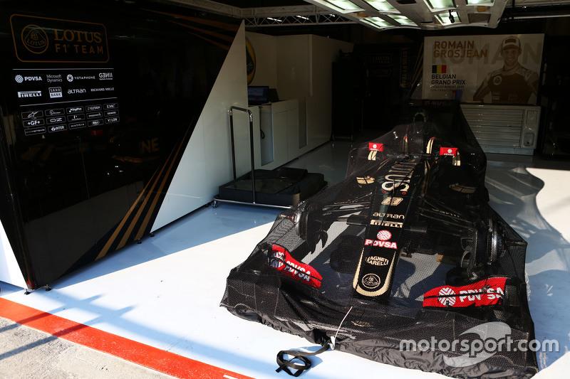 Lotus F1 E23  Ромен Грожан, Lotus F1 Team в закритому парку conditions