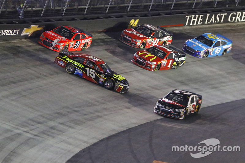 Clint Bowyer, Michael Waltrip Racing Toyota dalam masalah