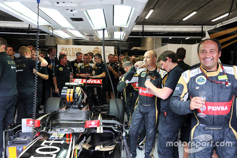 Lotus F1 Team святкування третя позиція для Ромен Грожан, Lotus F1 Team