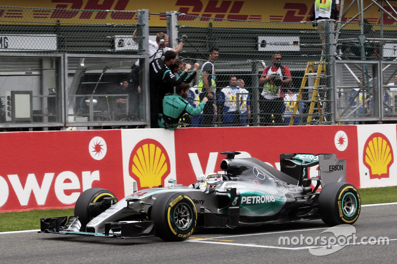 Race winner Lewis Hamilton, Mercedes AMG F1 W06 celebrates as he takes the chequered flag at the end