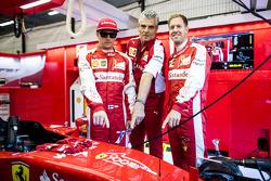 Kimi Raikkonen, dan Maurizio Arrivabene, dan Sebastian Vettel, Ferrari SF15-T