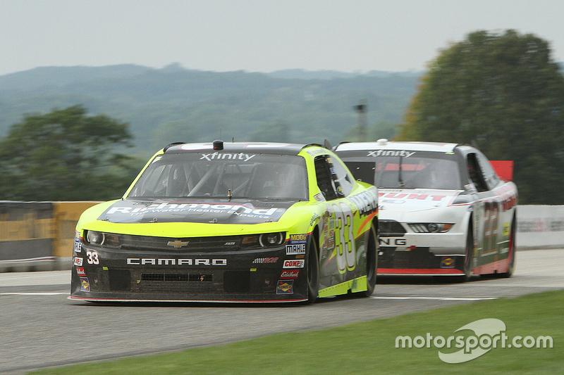 Пол Менард, Річард Чілдресс Racing Chevrolet лідирує Райан Блейні, Team Penske Ford