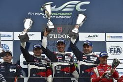 Победители в классе GTE Am: Виктор Шайтар, Андреа Бертолини, Алексей Басов, SMP Racing, Ferrari 458 Italia