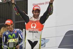 Подиум: второе место - Данило Петруччи, Pramac Racing Ducati и победитель - Валентино Росси, Yamaha Factory Racing