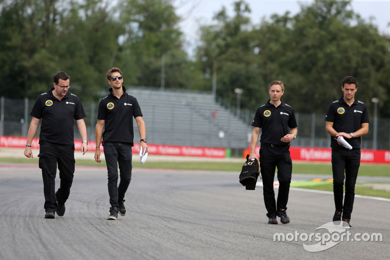 Romain Grosjean, Lotus F1 Team, mit Julien Simon-Chautemps, Renningenieur, Lotus F1 Team