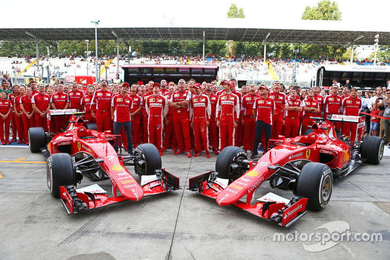 Marc Gene, Ferrari Test Driver, Kimi Raikkonen, Ferrari, Maurizio Arrivabene, Ferrari Team Principal, Sebastian Vettel, Ferrari; Esteban Gutierrez, Ferrari Test and Reserve Driver, and Giancarlo Fisichella, Ferrari at a team photograph