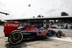 Carlos Sainz Jr., Scuderia Toro Rosso STR10 leaves the pits