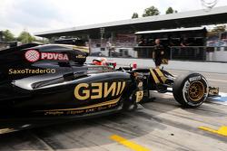 Ромен Грожан, Lotus F1 E23 выезжает из гаража