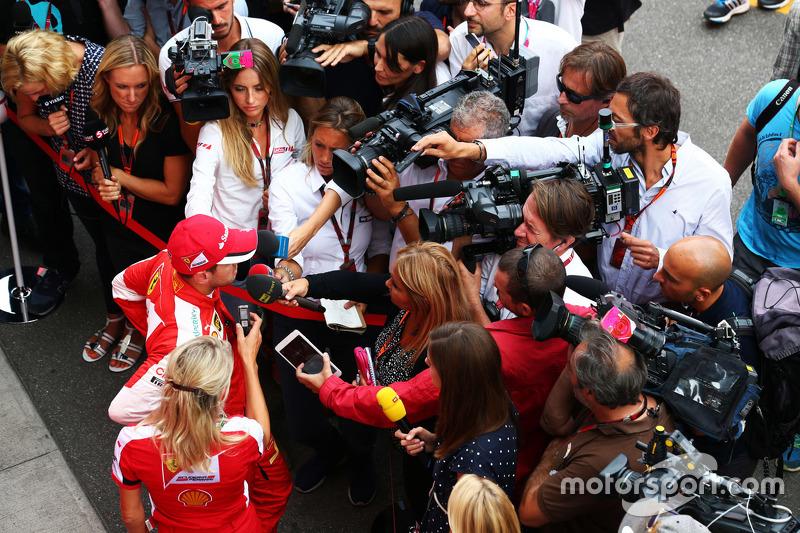 Sebastian Vettel, Ferrari, mit der Presse
