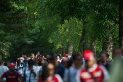 Fans in het park