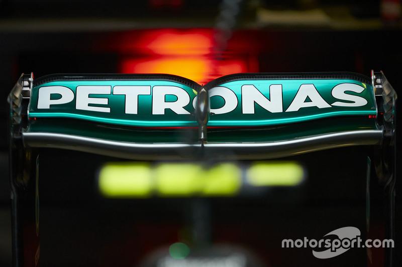 Mercedes AMG F1, Heckflügel