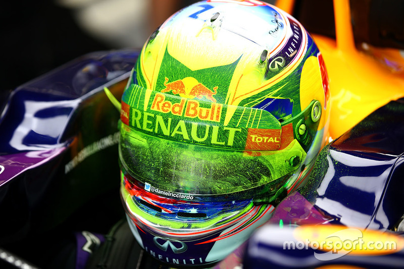 Daniel Ricciardo, Red Bull Racing RB11 with flo-vis paint on his helmet