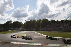 Марлон Стокинджер, Status Grand Prix едет впереди Патрика Нидерхаузера, Team Lazarus