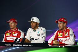 Lewis Hamilton, Mercedes AMG F1 Team met Kimi Raikkonen, Ferrari en Sebastian Vettel, Ferrari