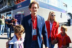 John Elkann, Chairman di Fiat Chrysler con sua moglie Lavinia Borromeo