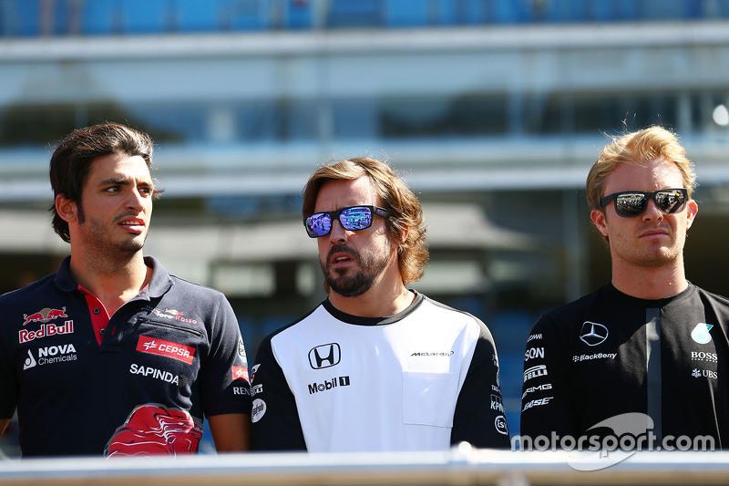 Carlos Sainz Jr., Scuderia Toro Rosso, mit Fernando Alonso, McLaren, und Nico Rosberg, Mercedes AMG