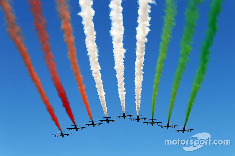 Airshow über der Startaufstellung