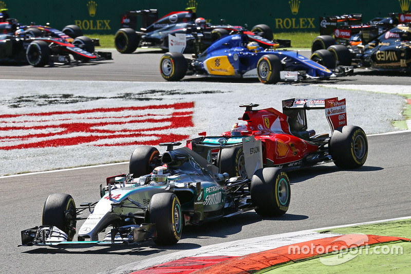 Lewis Hamilton, Mercedes AMG F1 W06, führt nach dem Start